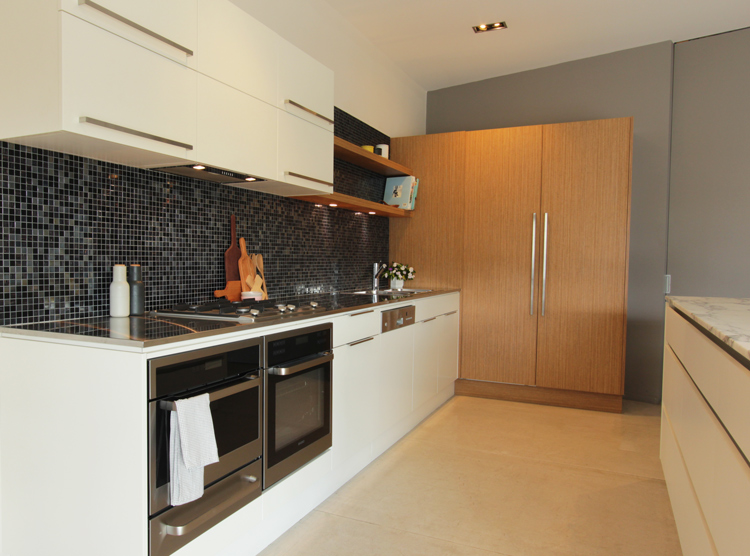 Brisbane kitchen showroom, white & timber, tiled splashback, DbyD
